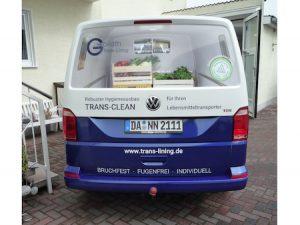 Digitaler Grossdruck Kofferraumklappe an einem Van.