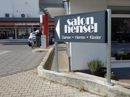 Schilder und Werbebanner, Eingangs Hinweis.